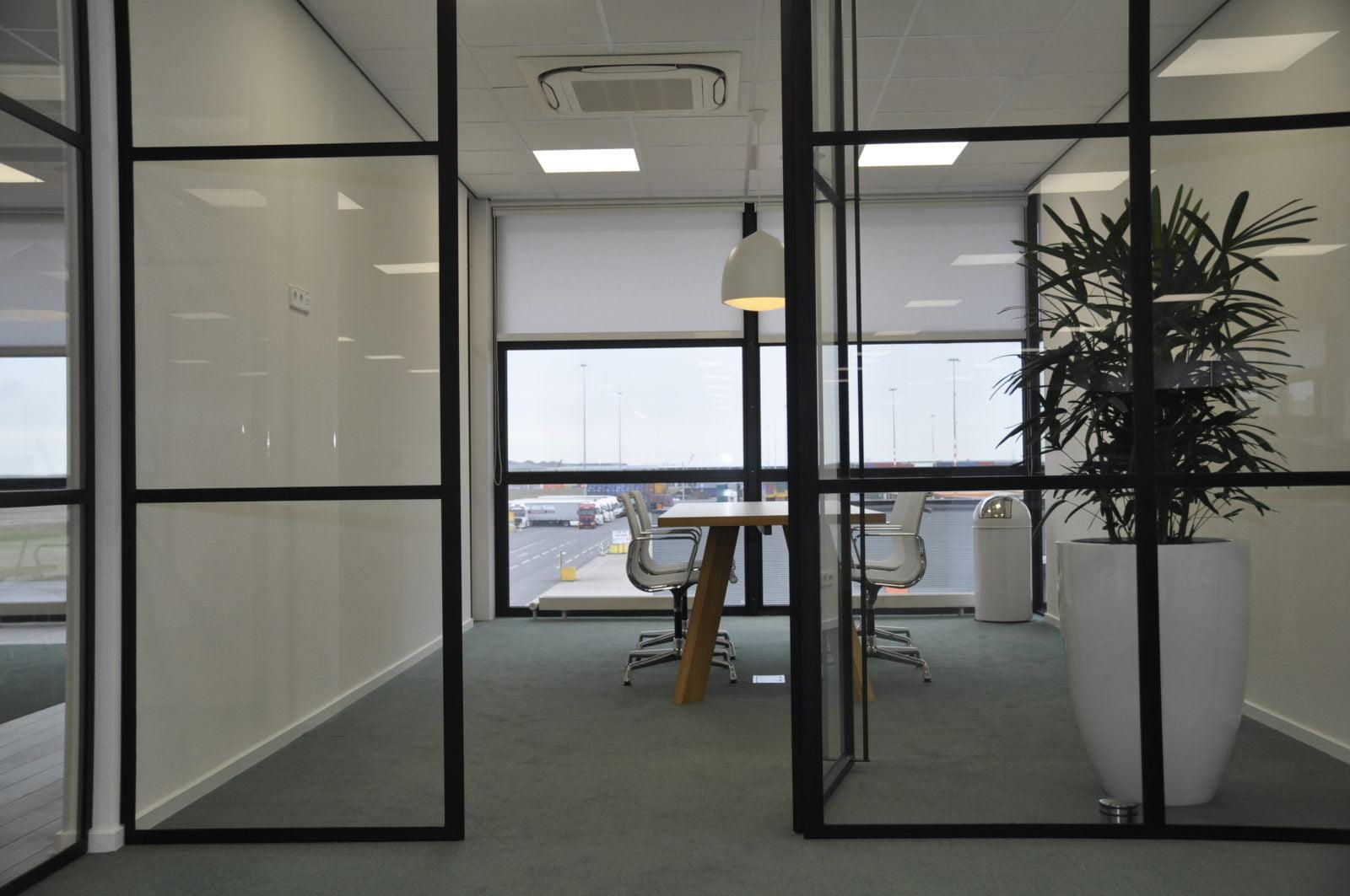 Stalen-zwarte-deuren-kantoor
